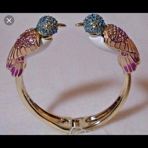 NWT Betsey Johnson buzz off bird bracelet